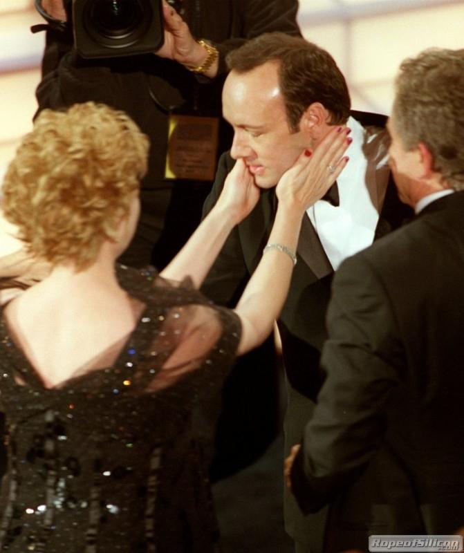 Kevin Spacey coccolato da Annette Bening e Warren Beatty