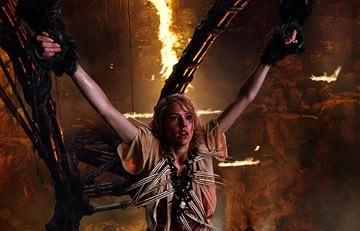 Naomi Watts in una scena di King Kong, diretto da Peter Jackson