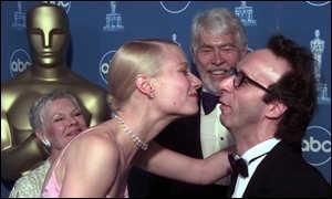 Gwyneth Paltrow bacia Roberto Benigni