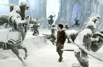 Skandar Keynes in una scena de Le cronache di Narnia