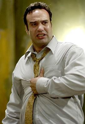 Tony Nappo in una scena di Saw 2