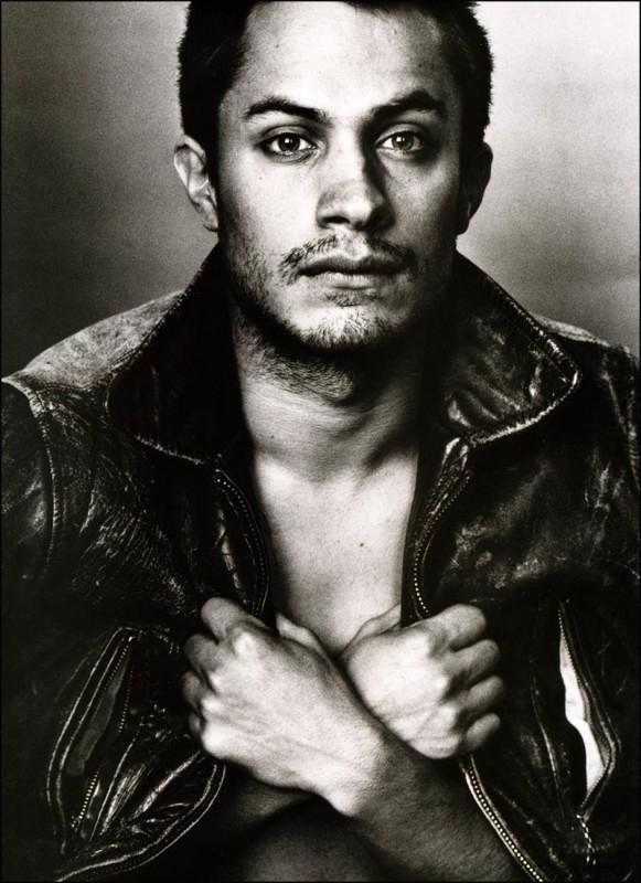 Gael Garcia Bernal, fascino in bianco e nero