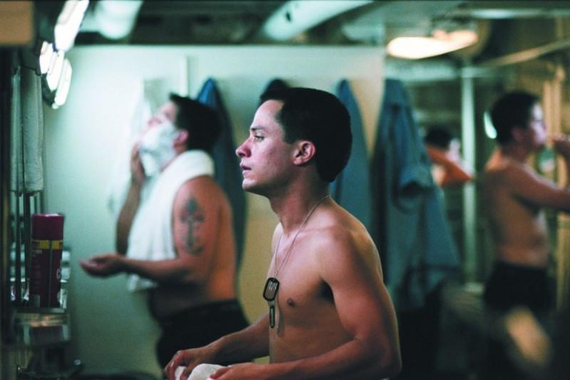 Gael Garcia Bernal in una scena del dramma The King
