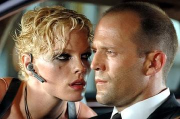Kate Nauta e Jason Statham in una scena di Transporter: extreme
