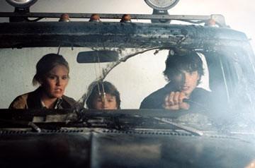 Maggie Grace, Cole Heppell e Tom Welling in una scena di The Fog