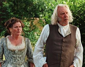 Brenda Blethyn e Donald Sutherland in Orgoglio e Pregiudizio