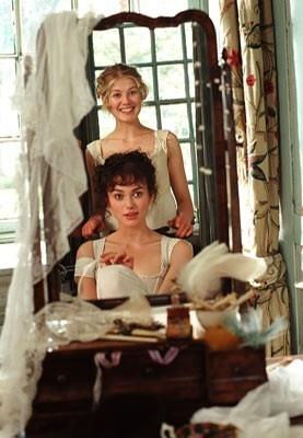 Keira Knightley e Rosamund Pike in  Orgoglio e Pregiudizio
