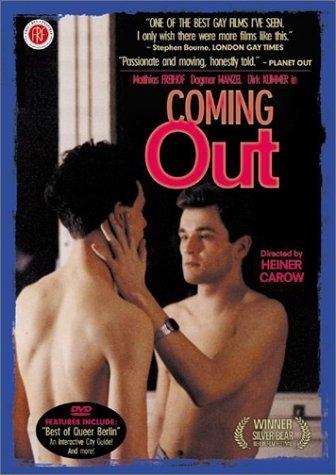 La locandina di Coming Out