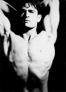Rupert Everett a torso nudo