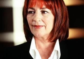 Carmen Maura in versione fulva nel film Reinas