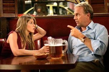 Jennifer Aniston insieme a  Kevin Costner in Vizi di famiglia - Rumor Has It