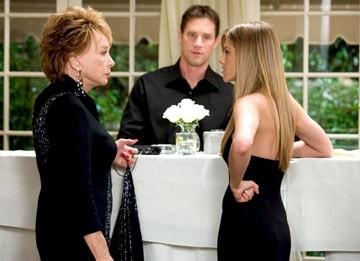 Confronto al vetriolo per Jennifer Aniston e Shirley MacLaine in Vizi di famiglia - Rumor Has It