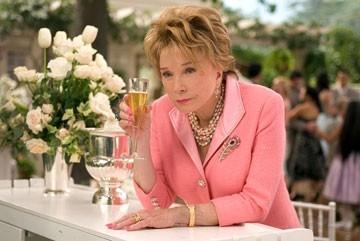 L'attrice Shirley MacLaine in Vizi di famiglia - Rumor Has It