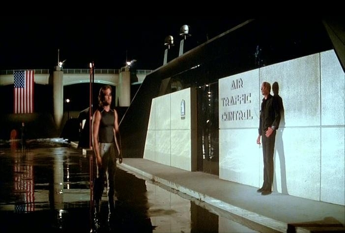 Kurt Russell e Lee Van Cleef in una scena di 1997: FUGA DA NEW YORK
