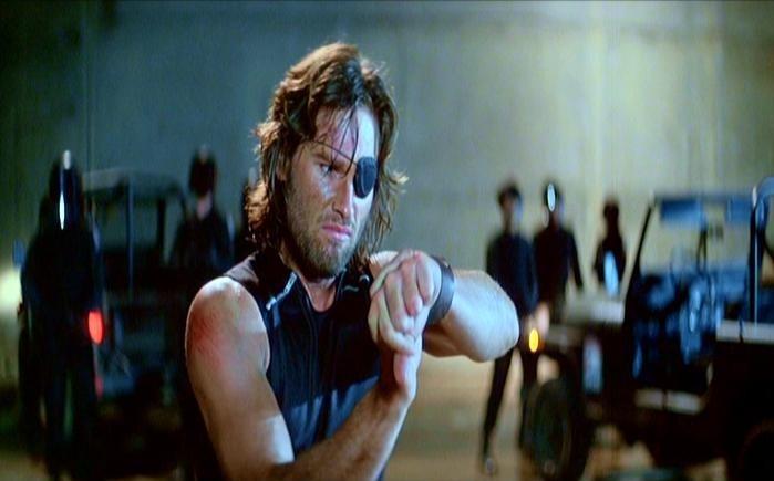 Kurt Russell è Jena Plissken in una scena di 1997: FUGA DA NEW YORK