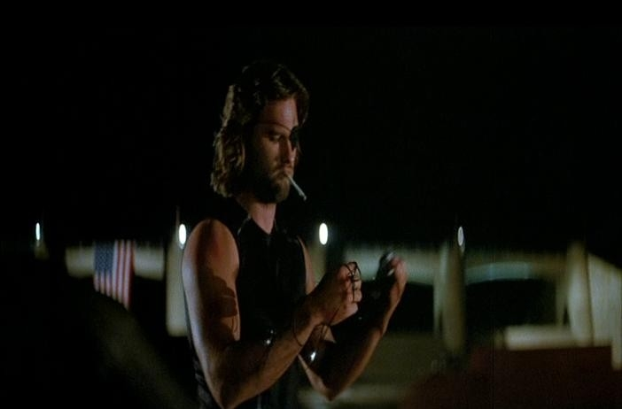 Kurt Russell in una scena di 1997: FUGA DA NEW YORK