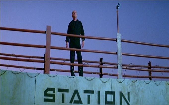 Lee Van Cleef in una scena di 1997: FUGA DA NEW YORK
