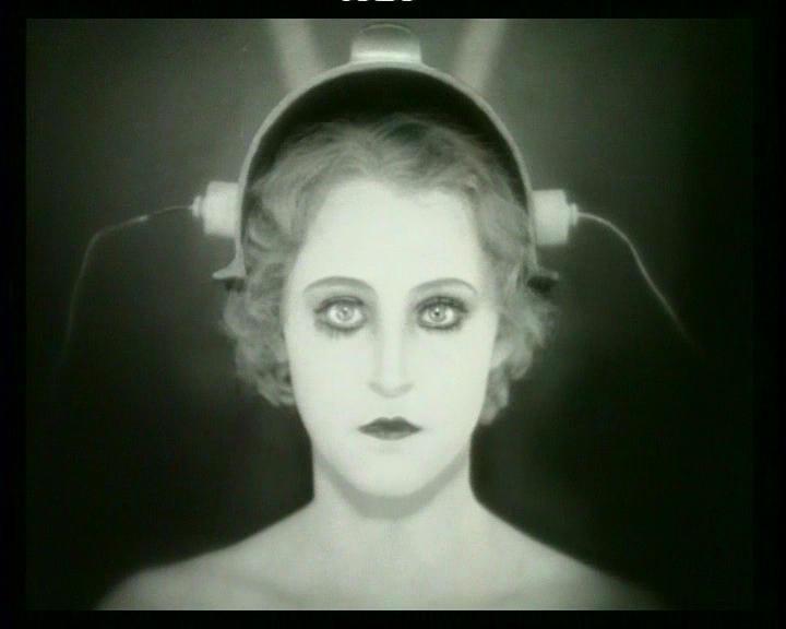 Brigitte Helm in una scena di METROPOLIS