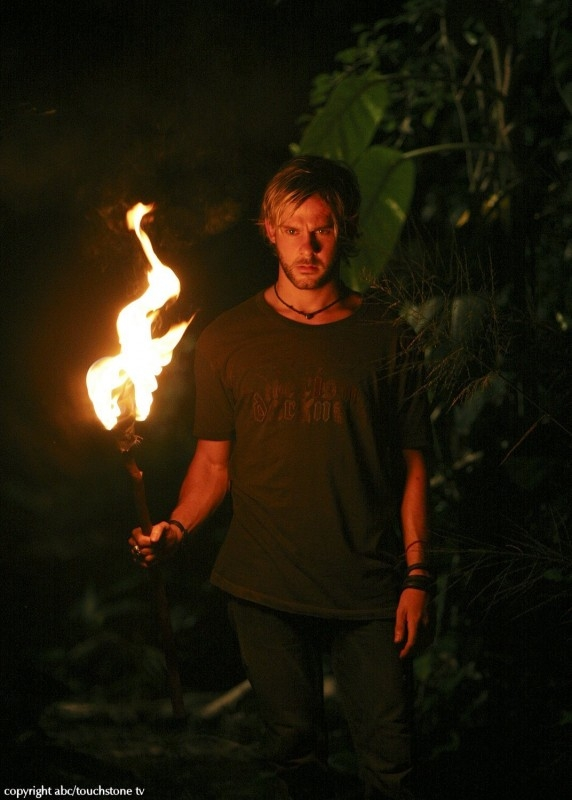 Dominic Monaghan in una sequenza dell'episodio 10 della seconda stagione di Lost