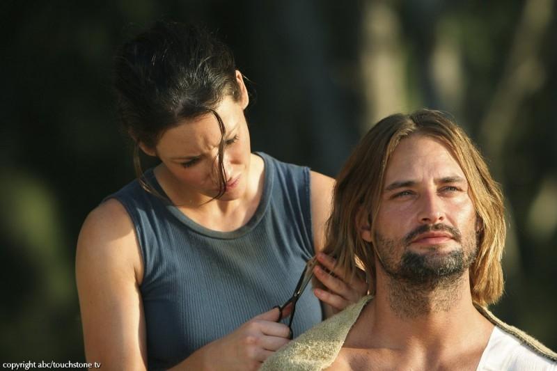 Evangeline Lilly accanto a Josh Holloway in una scena dell'episodio 10 della seconda stagione di Lost