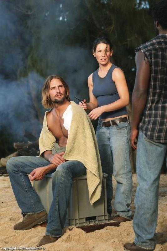 Evangeline Lilly e Josh Holloway in una scena dell'episodio 10 della seconda stagione di Lost
