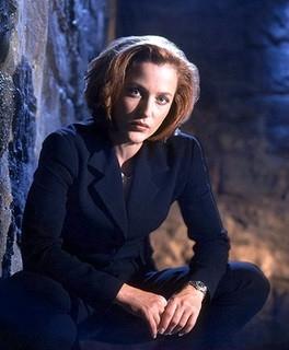 Gillian Anderson nei panni dell'agente Dana Scully di X-Files