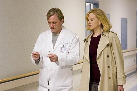 Nicole Kidman e Daniel Craig in una scena di The Invasion