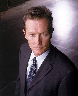 Robert Patrick nei panni dell'agente John Doggett di X-Files