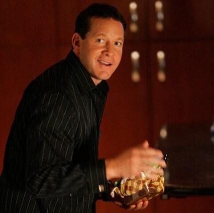 Steve Guttenberg nel settimo episodio della seconda stagione di Veronica Mars