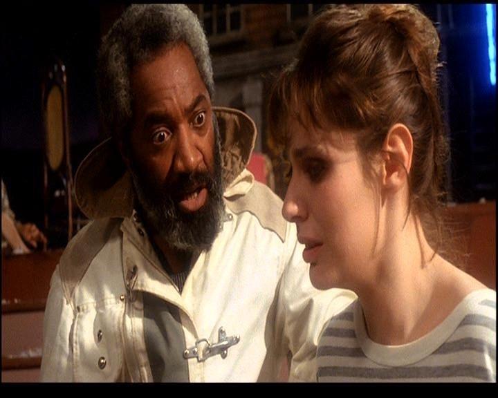 James E. R. Sampson e Barbara Cupisti in una scena di DELIRIA