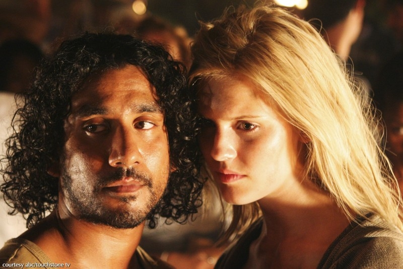 Naveen Andrews e Maggie Grace in una scena dell'episodio 2x01 di Lost