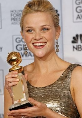 Reese Witherspoon con il suo Golden Globe