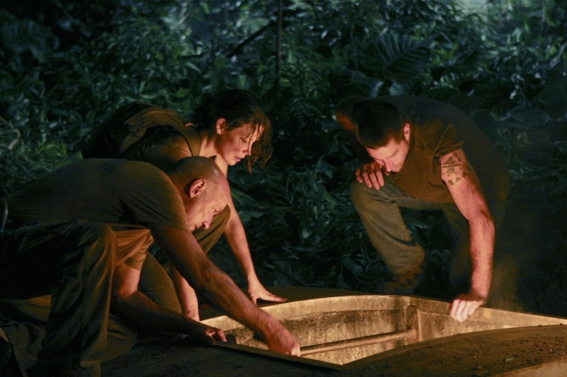 Terry O'Quinn, Evangeline Lilly e Matthew Fox in una scena dell'episodio 2x01 di Lost