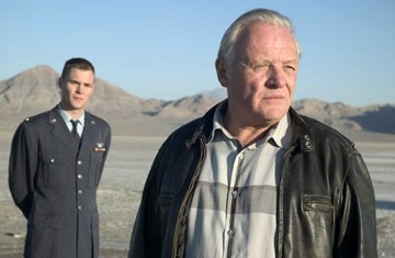 Patrick Flueger e Anthony Hopkins in Indian - La grande sfida
