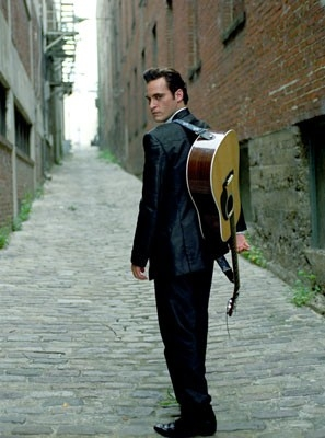 Joaquin Phoenix è Johnny Cash nel film Walk the Line