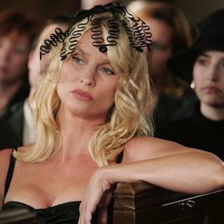 Nicollette Sheridan è la mangiauomini Edie Britt in una scena di Desperate Housewives