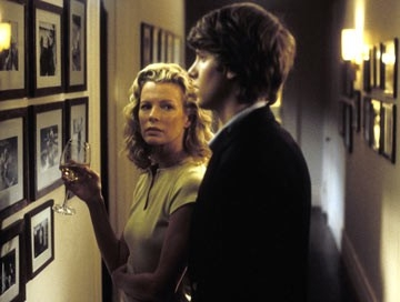 Kim Basinger e Jon Foster in The Door in the Floor