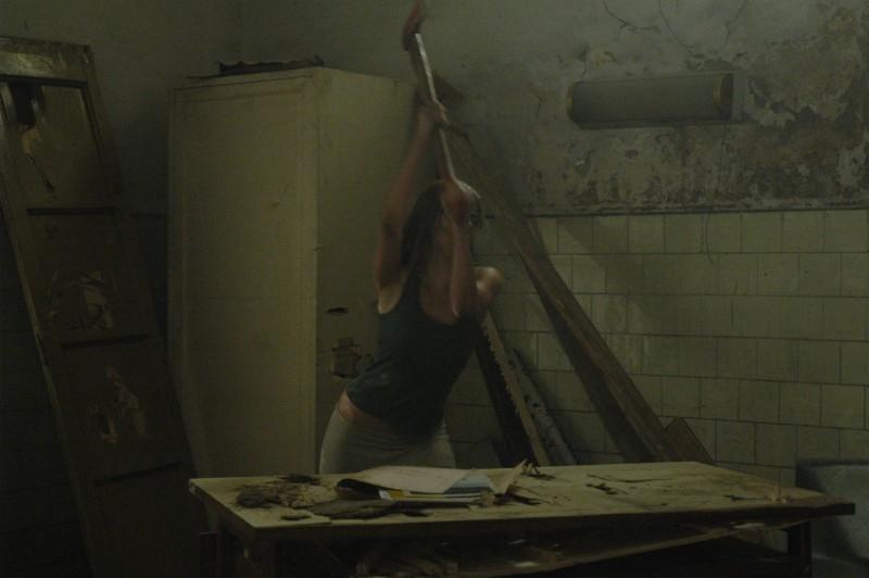 Regina Orioli in una scena di Padiglione 22