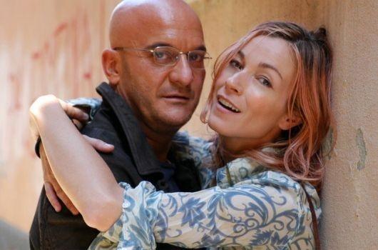 Stefania Rocca e Claudio Bisio ne La cura del gorilla