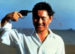 Takeshi Kitano in una scena di Sonatine