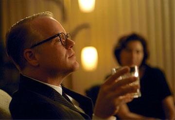 Philip Seymour Hoffman nei panni di Truman Capote