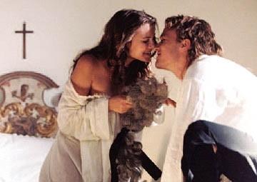 Sienna Miller e Heath Ledger in Casanova