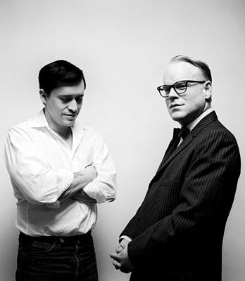 Una bella foto promozionale per Capote: Clifton Collins Jr. e Philip Seymour Hoffman