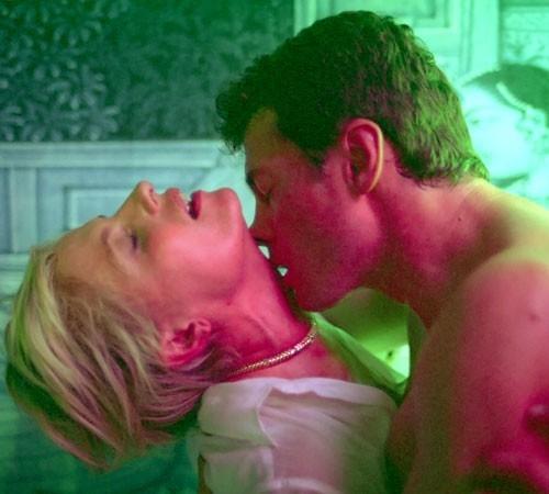 Alessio Boni e Isabella Ferrari in una torrida scena di Arrivederci amore ciao