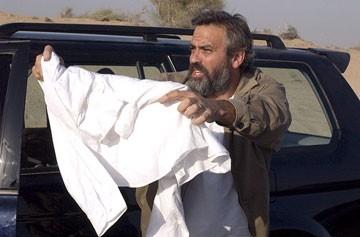 George Clooney in Syriana, diretto da Stephen Gaghan