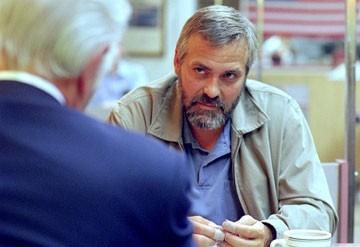 Clooney in una immagine del film Syriana