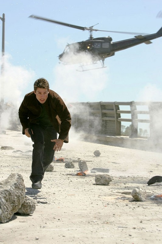 Tom Cruise in una delle scene più adrenaliniche di Mission: Impossible III