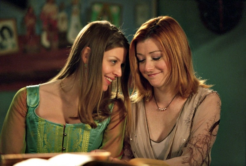Alyson Hannigan e Amber Benson in una scena di Buffy