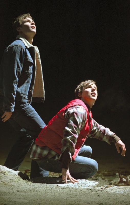Chad Faust e Patrick Flueger in una scena di The 4400