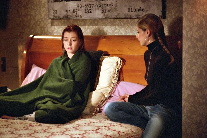 Sarah Michelle Gellar ed Alyson Hannigan in una scena di Buffy